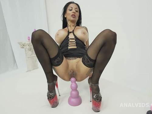 Dildo anal – Crazy and dirty tattooed MILF Lokita dildo anal try