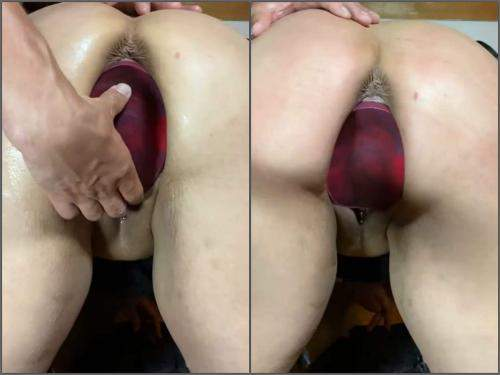 Close up – Amateur wife gets monster rubber dildo fully in prolapse pussy homemade