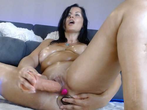 Busty girl – Kinky MILF glass transparent and rubber dildos self penetration