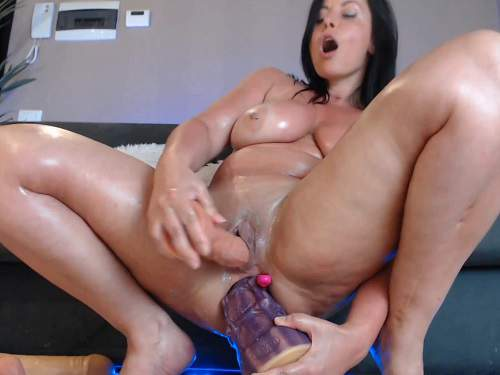 Double penetration – Giant horse and other toy penetration at the moment webcam show