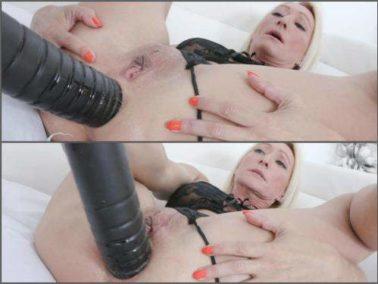 Gaping anal - Big ass blonde MILF Bethie Lova big black dildo sex anal