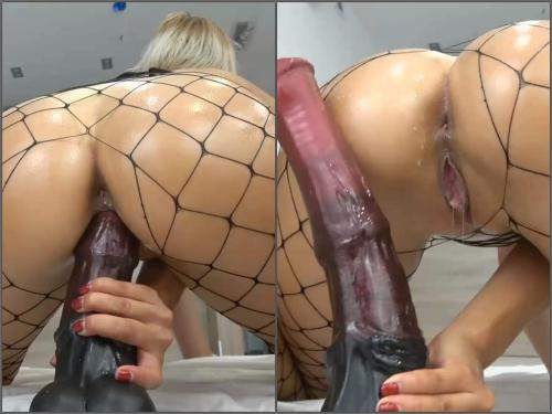 Close up – Huge rubber horse dildo deep penetration in wet pussy with blonde Carry Light