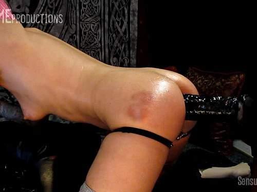 Skinny – Skinny pornstar Abigail Dupree rides on a huge dildo after spanking