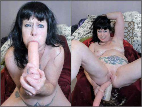 Throat gaggers – Perverted MILF DAP with huge dildos and puke porn