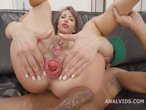 Facial – Skinny pornstar Vicky Sol first show her sweet anal prolapse