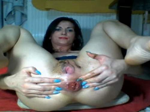 Pissing – Camgirl stretching her sweet shitting anal rosebutt