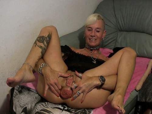 Mature – Lady-Isabell666 monster sized anal prolapse stretching – Release December 15, 2017