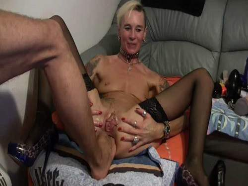 Anal insertion – Lady-Isabell666 gets footing and double fisting anal amateur