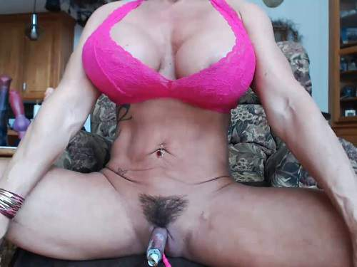 Mature – Big tits MILF Musclemama4u really giant clit solo pump closeup webcam