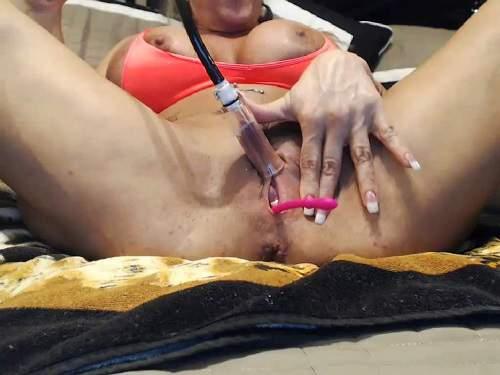 Otstapum – Webcam muscular busty MILF musclemama4u big clit pump
