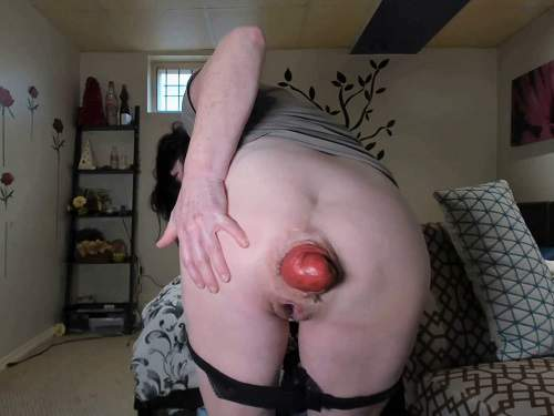 Anal prolapse – Amateur SCAT MILF stretching her awesome size prolapse anal