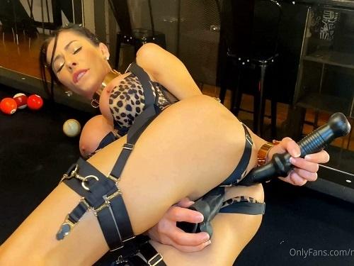 Booty girl – Busty pornstar Madison Ivy DAP and DVP sex webcam