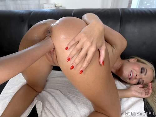 Closeup – Vinna Reed and Victoria Pure vaginal fisting to gaping lesbians