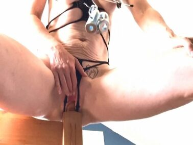 Saggy tits - Amateur sexy saggy tits old wife radicalpainslut bedpost vaginal rides