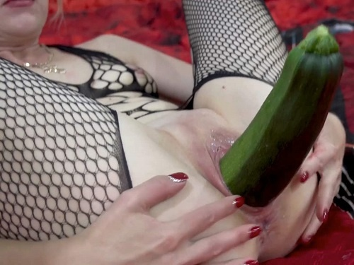 Vegetable porn – Russian Sexy Crazy Couple penetration long zucchini in wet pussy