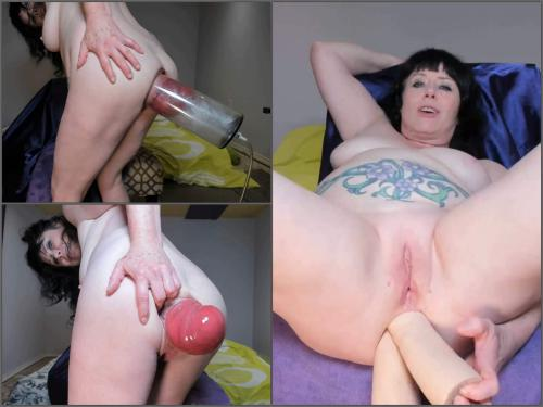 Dildo anal – Tattooed MILF stretched monster size anal prolapse pump close-up – Premium user Request